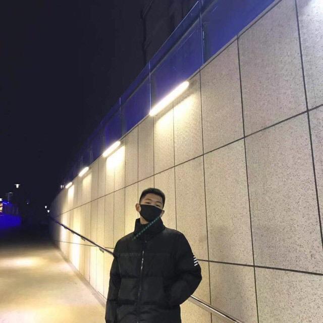 小 宇(黑T)